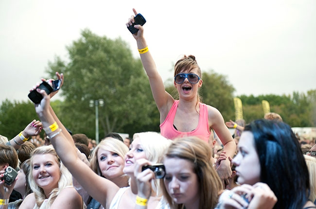 concert-cellphones-billboardbiz-650