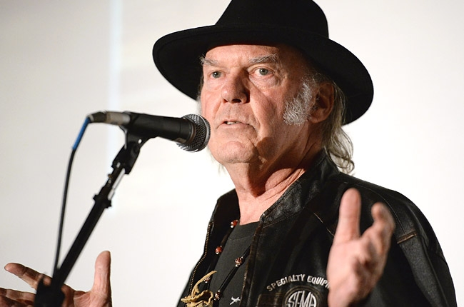 neil-young-pe-grammy-event-650-430