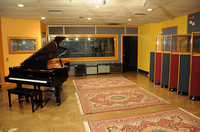 berklee-college-piano-room-650-430