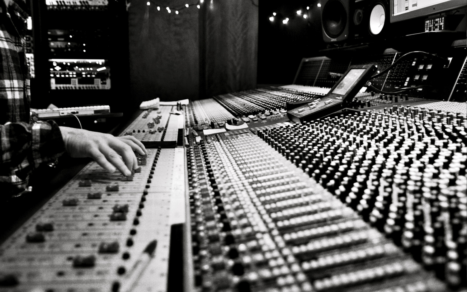 Music-Studio-Monochrome-Greyscale